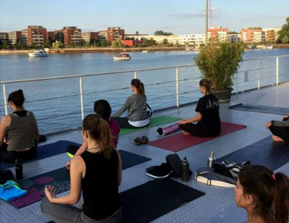 Sunset Yoga mit Caro auf der Paula